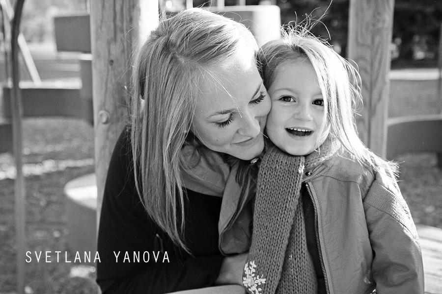 Riley Park Calgary, Mom and daughter, family photos, black and white family photos