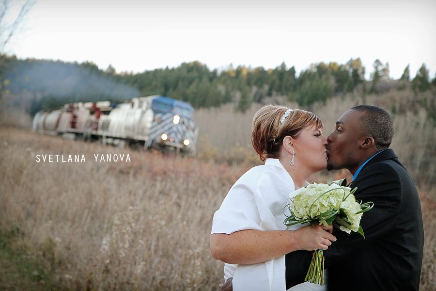 Bowness Park wedding photos, romantic park photos, Calgary wedding photos