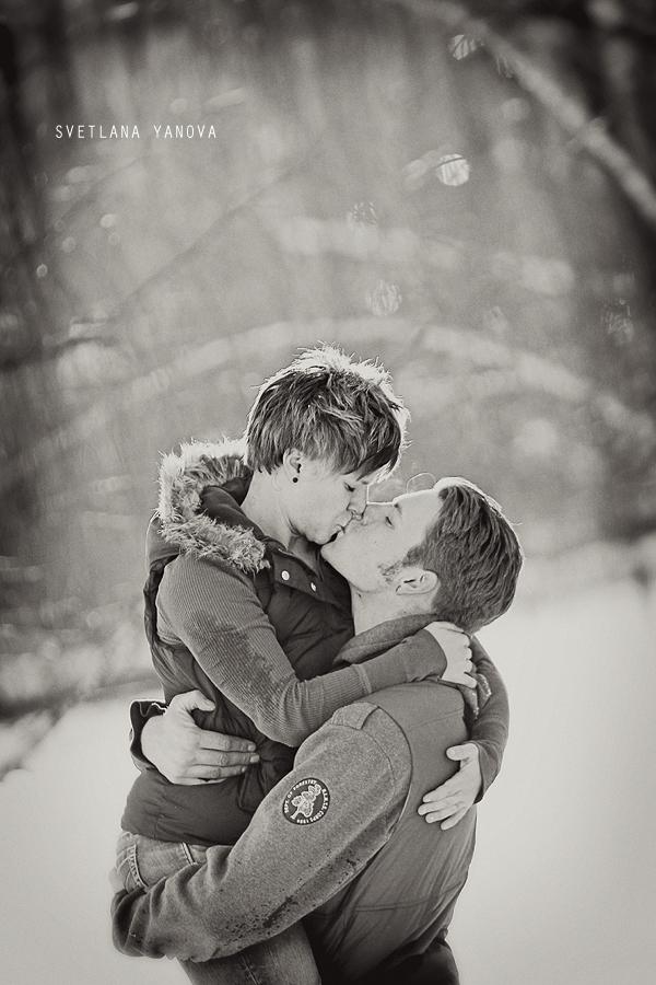 Calgary family photos, couples photos, kissing photos in the snow