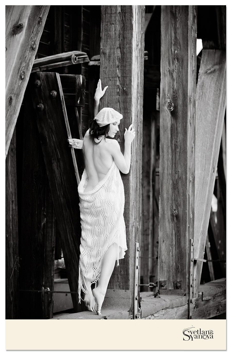 boudoir photographers calgary, calgary boudoir, calgary boudoir outside, winter boudoir outside, natural light boudoir, calgary boudoir photography, svetlana yanova, beautiful boudoir photographs, glamour, beauty photos
