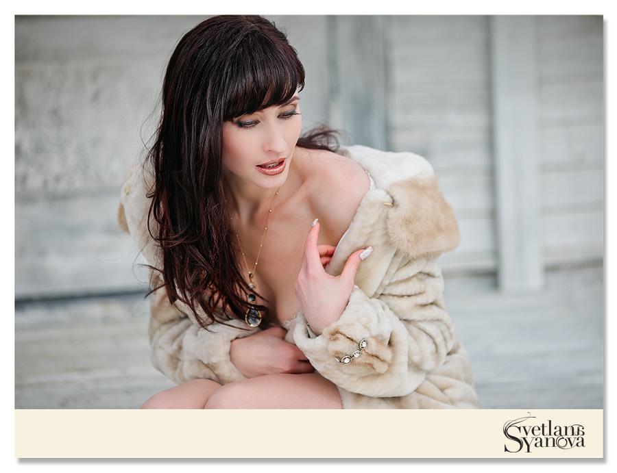 winter boudoir, outdoor boudoir, winter boudoir outdoors, sexy boudoir photos outdoors, svetlana yanova, calgary boudoir photographers, calgary boudoir photography