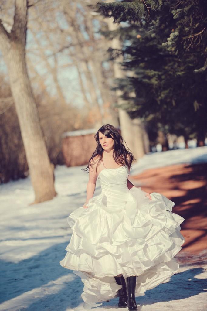 calgary beauty and boudoir photographer, winter wedding photos Calgary, glam the dress, trash the dress, svetlana yanova, edworthy park photos