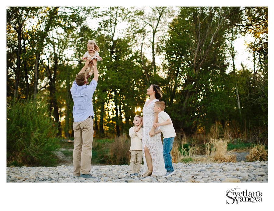 calgary family photos, calgary family photographers, outdoors family photos calgary, calgary photographers, best calgary photographers, sunset family photos, light and airy family photos calgary
