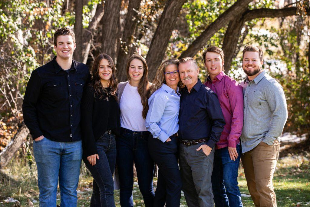 Calgary family photos, yyc family photos, fall family photos Calgary yyc, daily photos in the park Calgary, svetlana Yanova